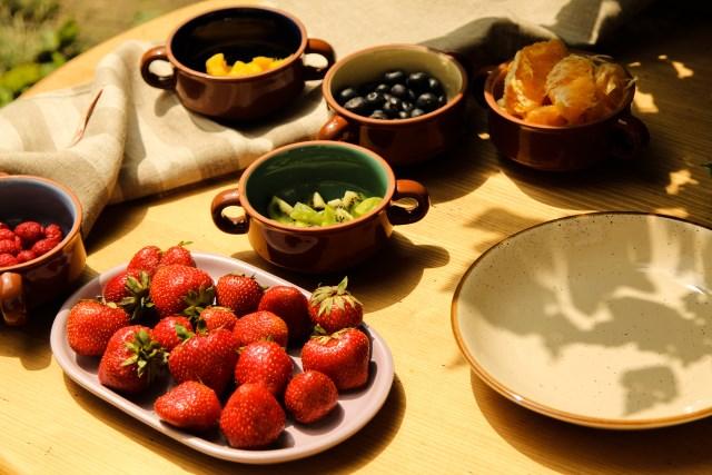 Salata cu capsuni, mango, kiwi, portocale, zmeura si afine